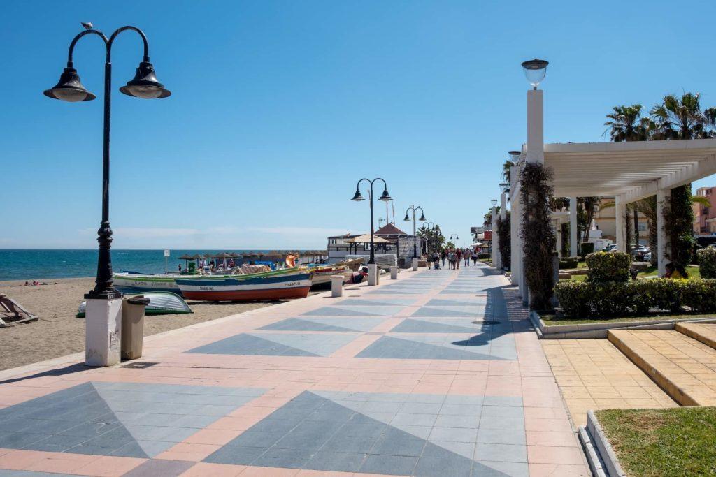 Paseo marítimo de La Carihuela en Torremolinos