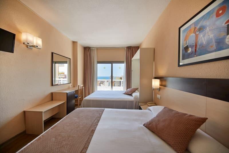 Media Pensión en el Hotel Marconfort Griego-Habitación Cuádruple