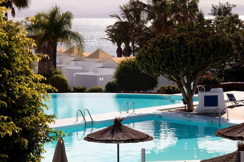 Media Pensión en el Hotel Marconfort Atlantic Gardens-Piscina