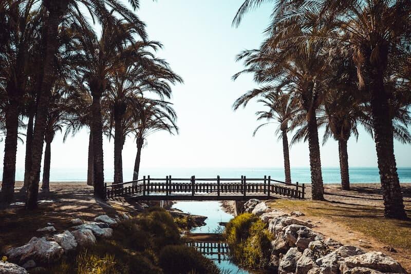Media Pensión-Turismo en la ciudad de Torremolinos-Puente con vistas al mar
